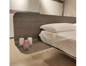 Letto in legno con gambe NovoVoltana prezzo ribassato