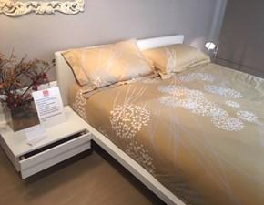 Letto matrimoniale design Giuli Tagliabue a prezzo ribassato