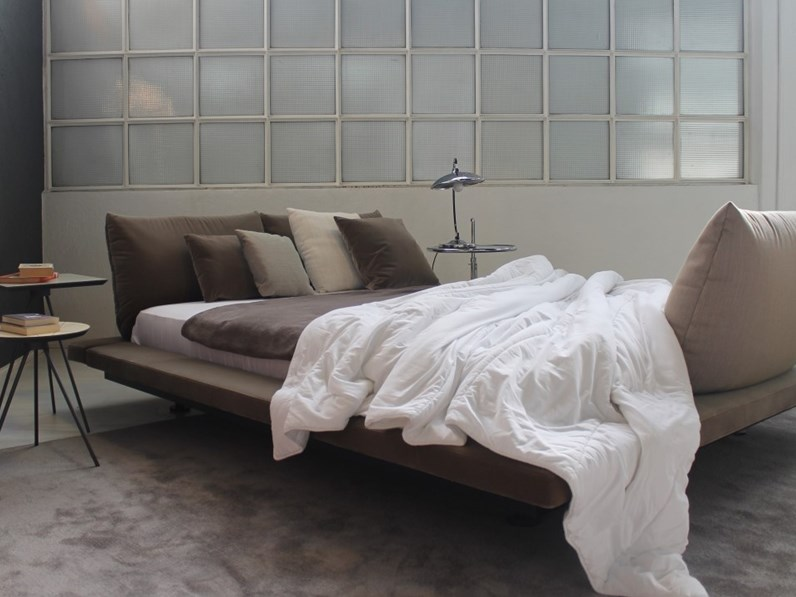 letto matrimoniale design peter maly ligne roset a prezzo ribassato. Black Bedroom Furniture Sets. Home Design Ideas
