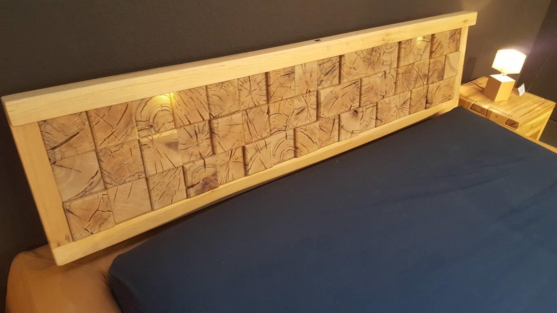 Letto matrimoniale imbottito pelle testata legno letti a - Testiera letto in legno ...