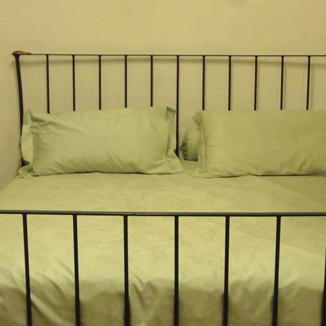 Letto matrimoniale in ferro riva cant scontato del 50 - Pediera del letto ...