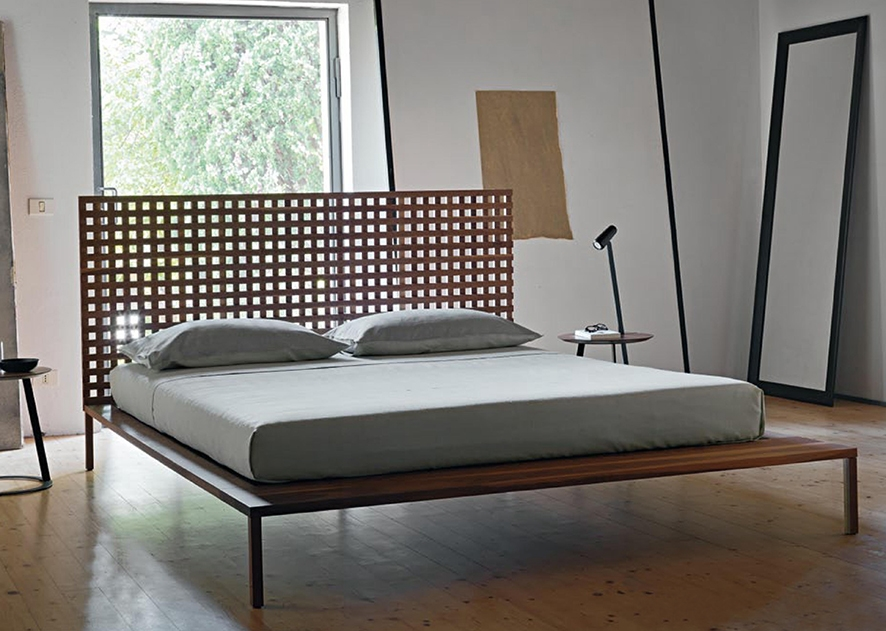 Letto matrimoniale in legno con testata creata con lamelle - Testata letto legno ...