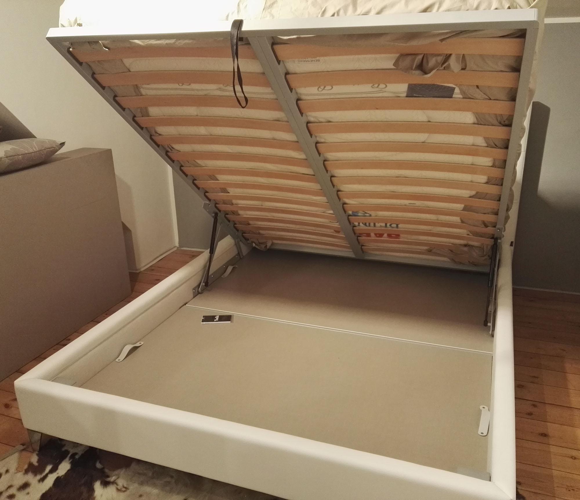 Letto matrimoniale twils max capitonne basso in ecopelle for Design moderno a basso costo con 3 camere da letto