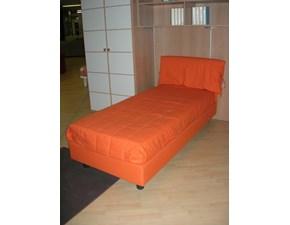 Letto moderno con giroletto Rio tessuto arancio Zg mobili a prezzo ribassato