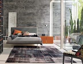Letto moderno in lino grigio con gambe Bravo della Tomasella  a prezzo scontato