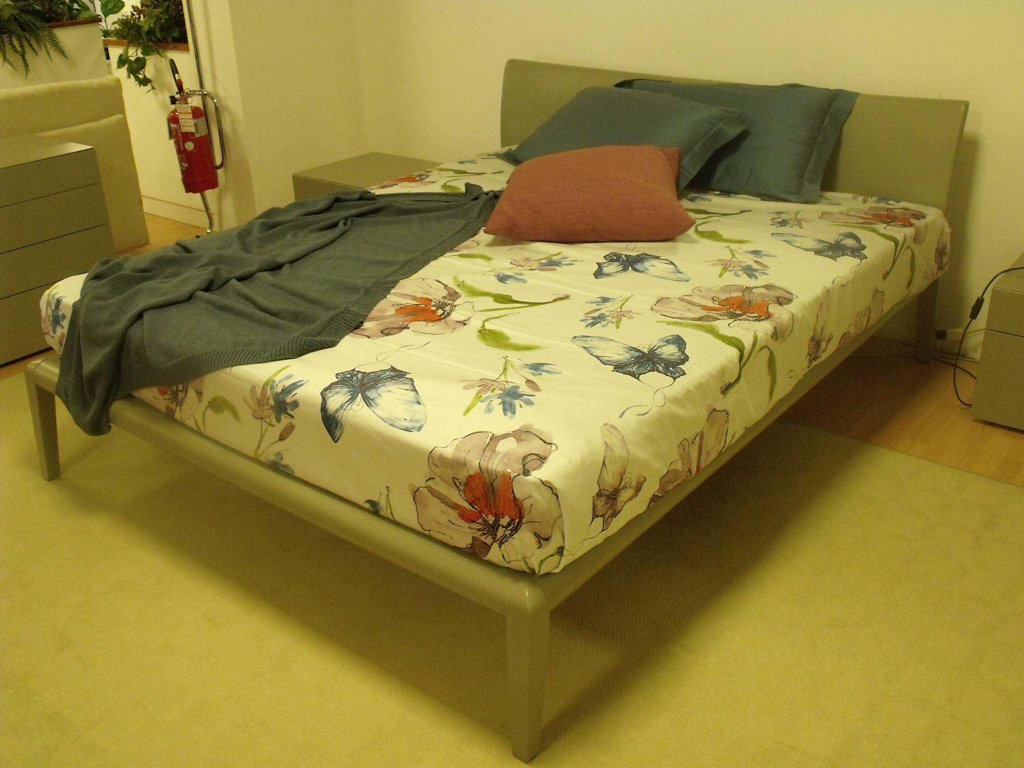 Camere da letto poliform simple letto singolo in tessuto for Letto arca poliform
