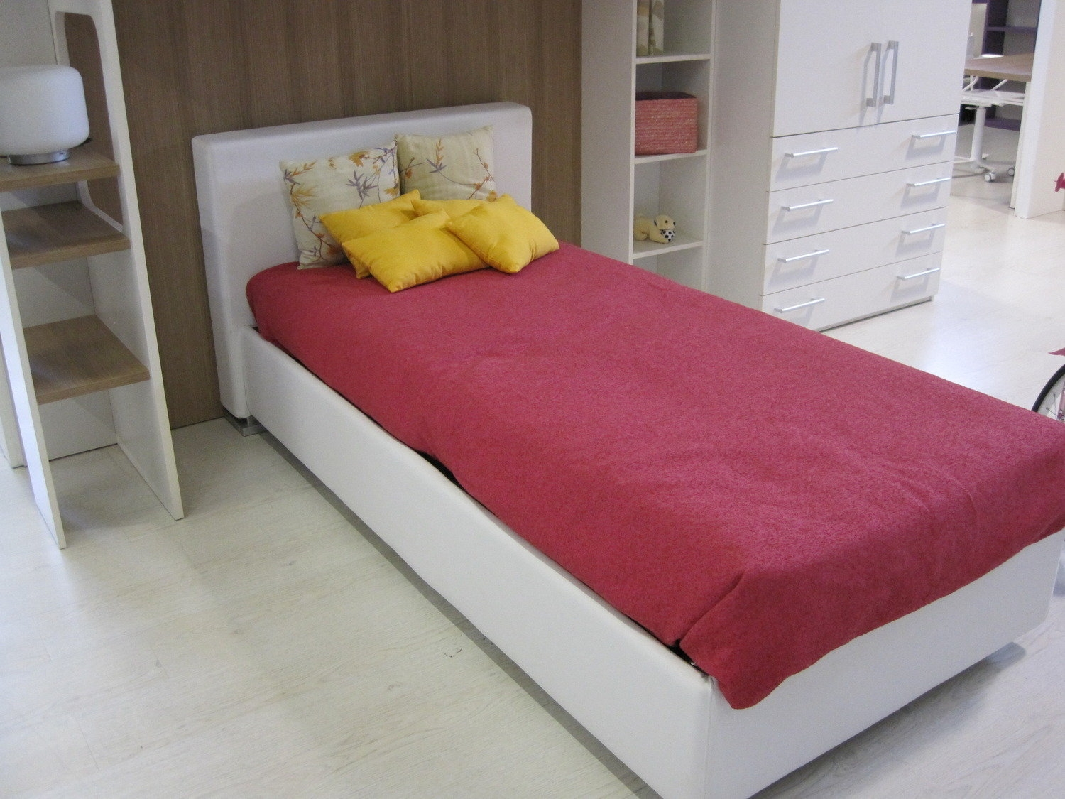 Mondo convenienza letto singolo contenitore canonseverywhere for Letto sommier mondo convenienza