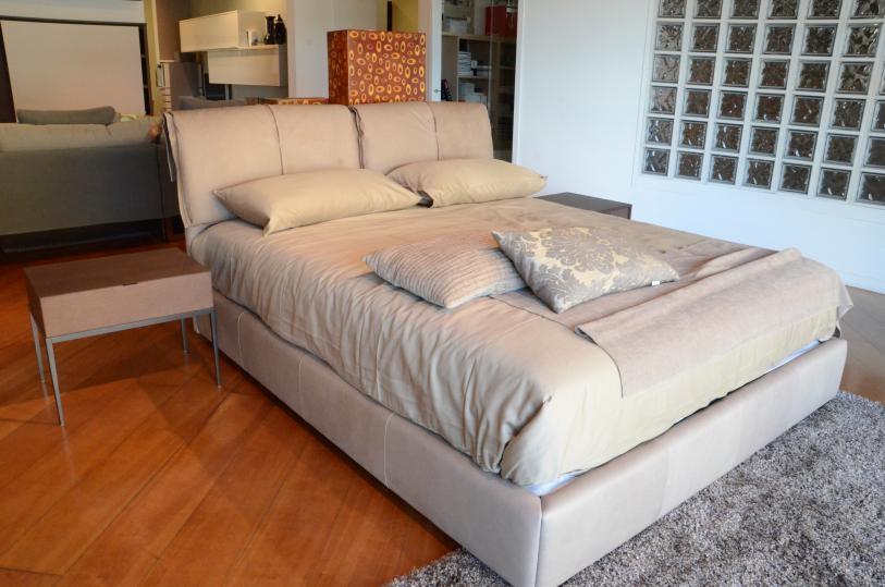 Offerta imperdibile letto con contenitore e set biancheria for Letto design offerta