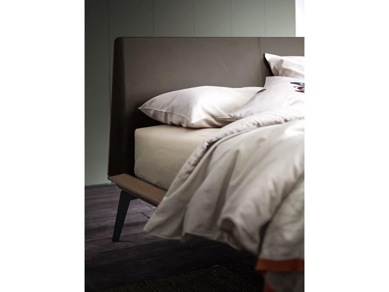 Testate Letto In Legno Offerte : Offerta per un letto in legno con piedini in metallo scontato del 25%