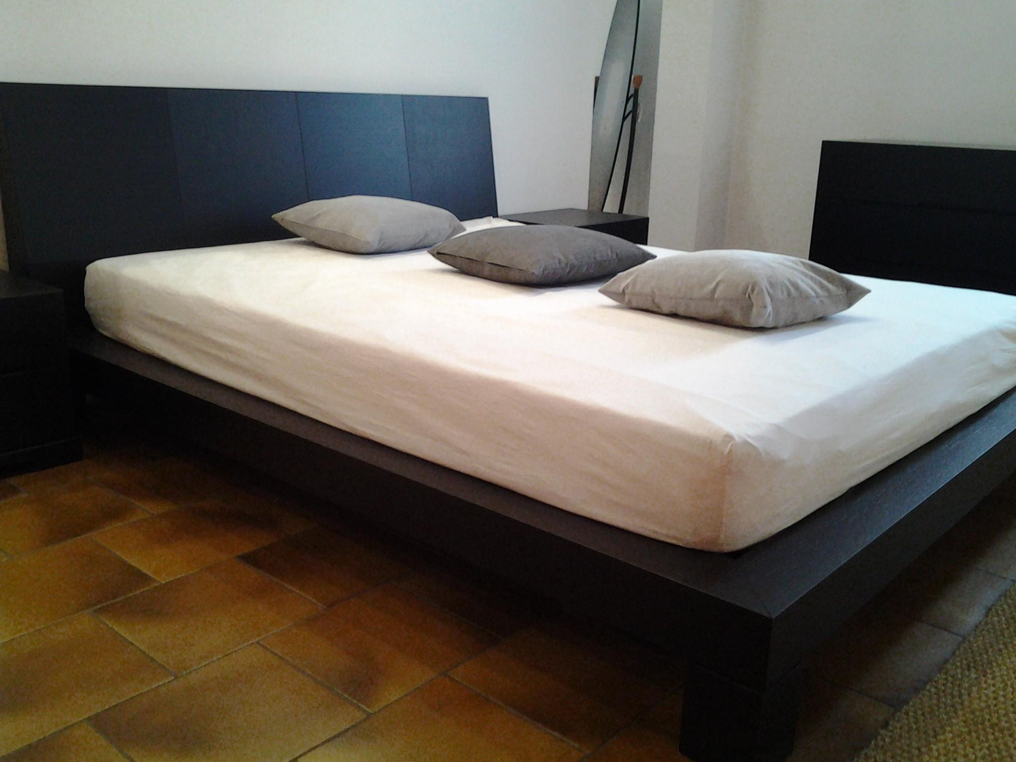 Presotto italia letto club matrimoniale moderno legno for Letto presotto