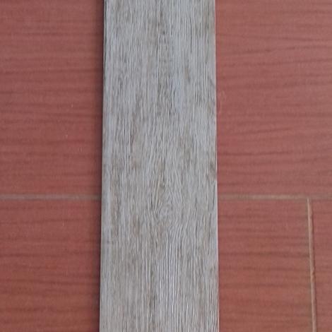 Pavimento piastrelle effetto legno in stock ufficio - Piastrelle pavimento prezzi ...