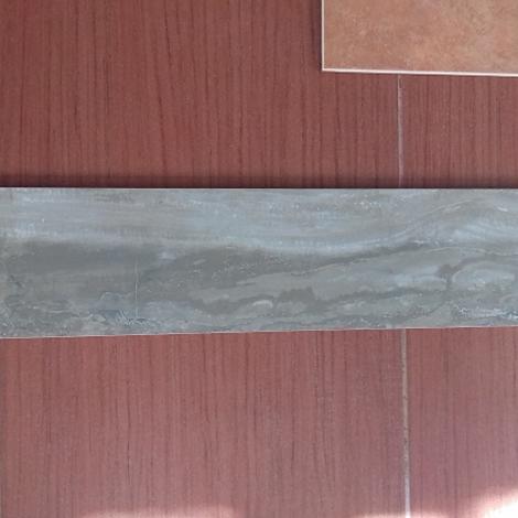 Stock piastrelle effetto legno infissi del bagno in bagno - Piastrelle bagno legno ...