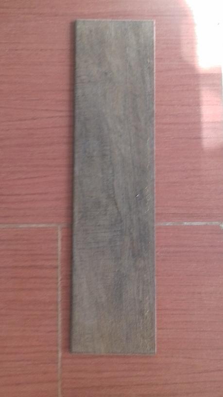 Pavimento piastrelle effetto legno in stock ufficio - Piastrelle in stock ...