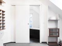 Porta scorrevole asterno muro bianca su misura