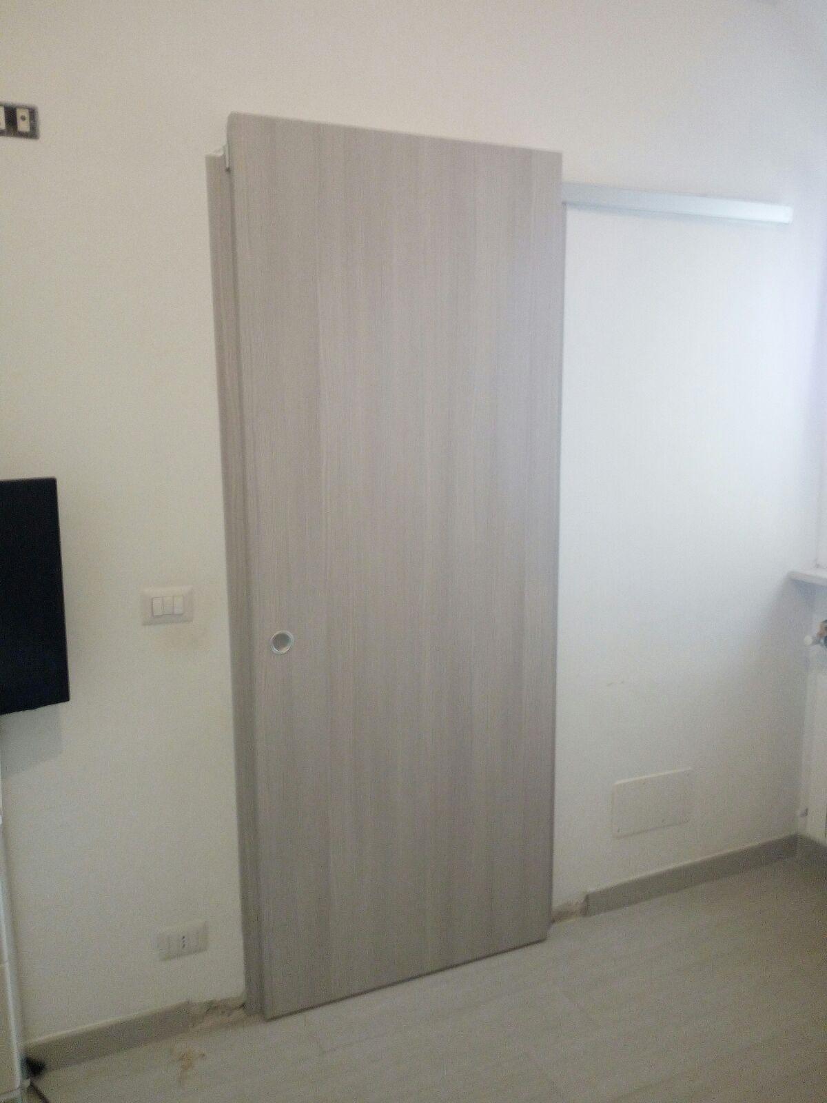 Porta scorrevole filo muro mu misura e personalizzabile - Porta scorrevole a scomparsa prezzi ...