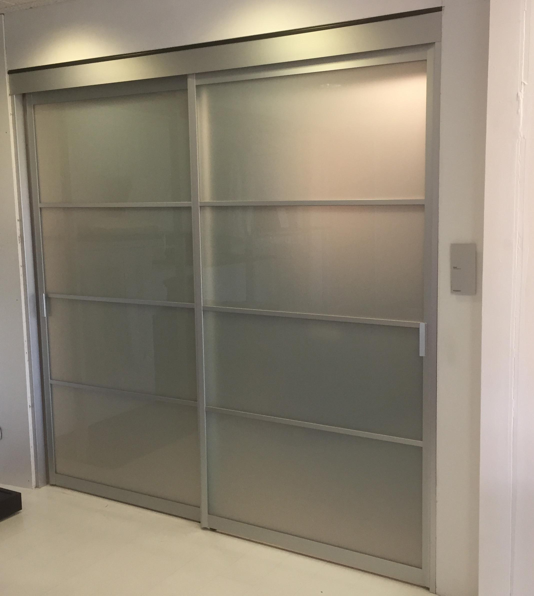 Porta scorrevole rimadesio siparium in vetro acidato - Porta in vetro scorrevole ...