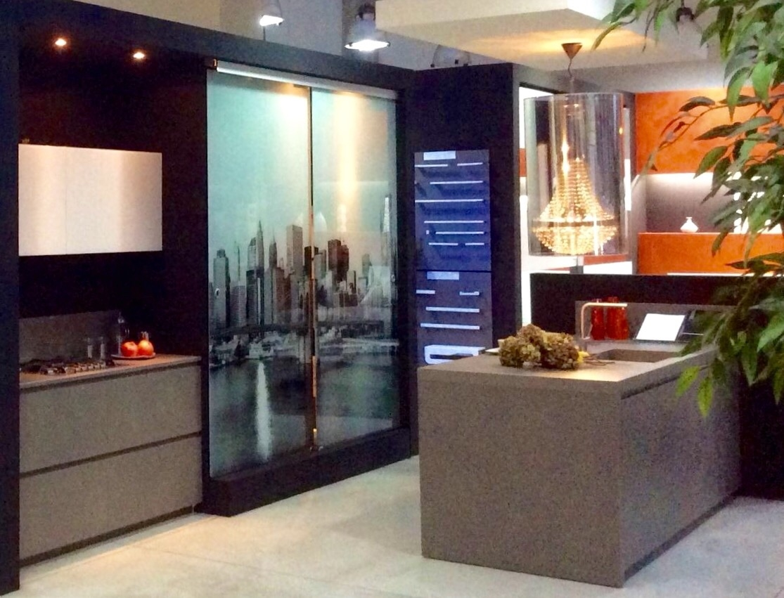 Porta travel on glamour design vetro scorrevoli - New design porte prezzi ...