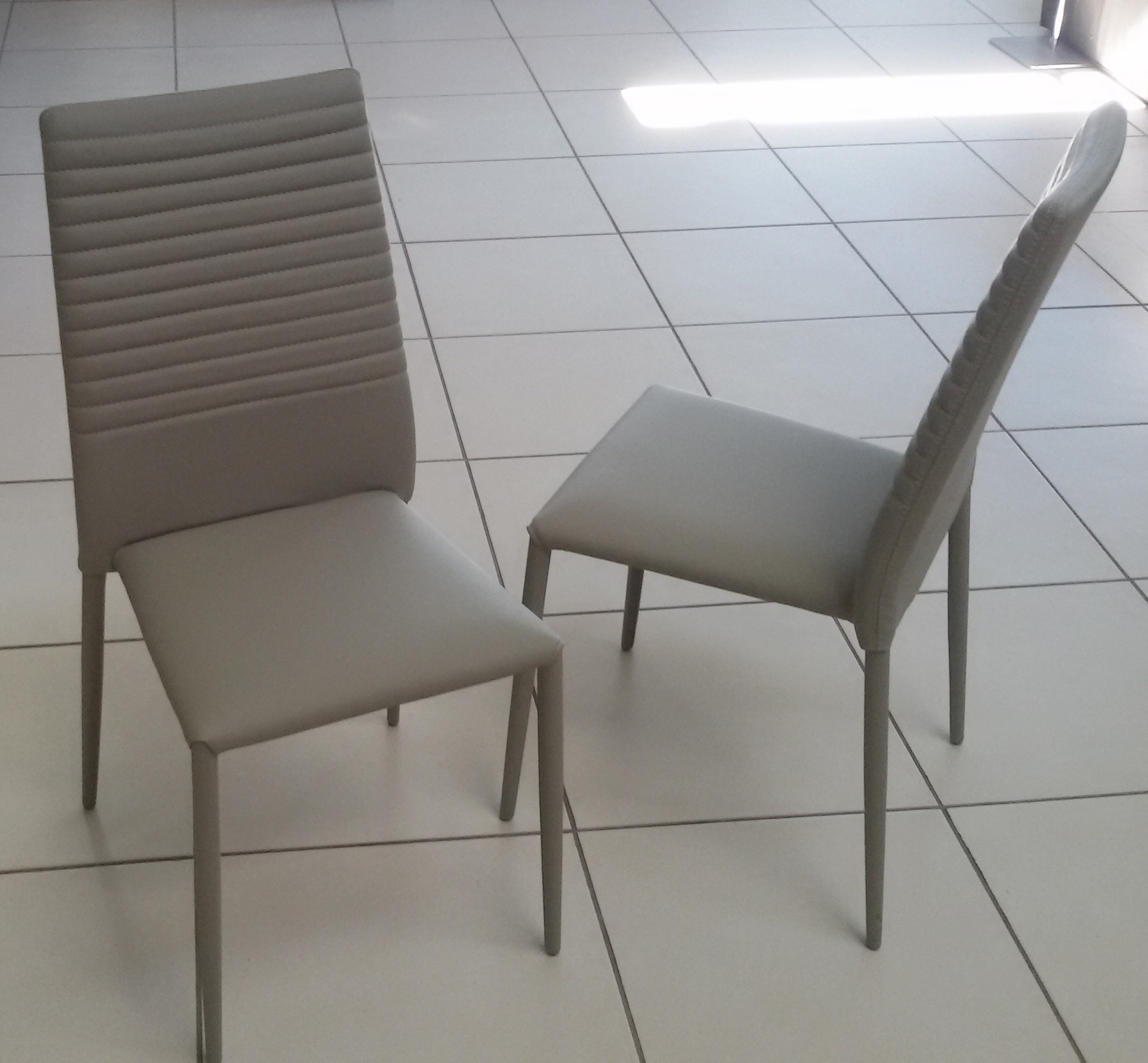 4 sedie ecopelle clap scontato del 40 sedie a prezzi for Sedie design tortora