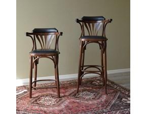 Coppia di Sgabelli modello Thonet di Produzione Artigianale. Gli sgabelli sono rifiniti con lucidatura. Il rivestimento della seduta e del é realizzato in pelle colore nero.  Scontati del -44%. Offerta Outlet Mobilgross