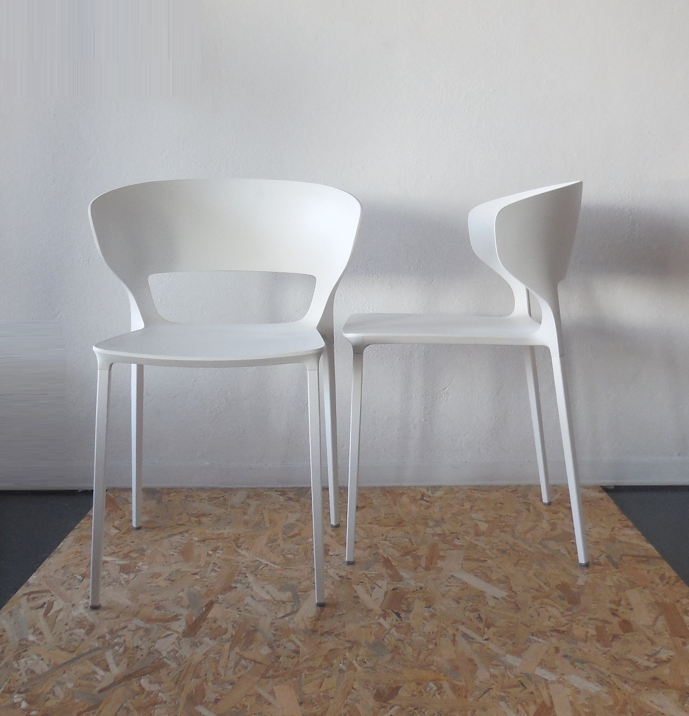 Cool sedia desalto set sedie con braccioli koki design for Sedie design plastica