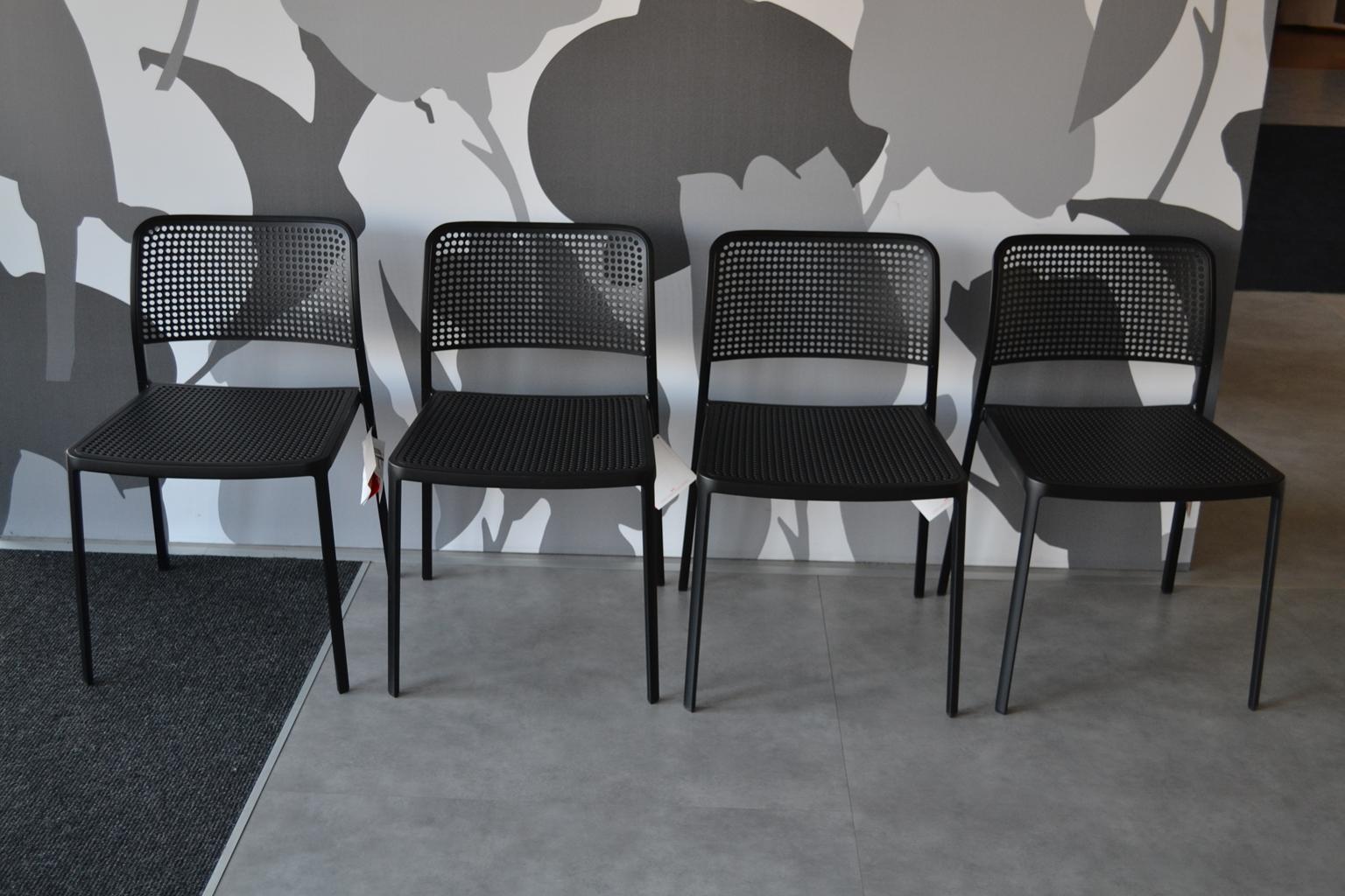 Kartell 4 sedie audrey nere sedie a prezzi scontati for Sedie nere ecopelle