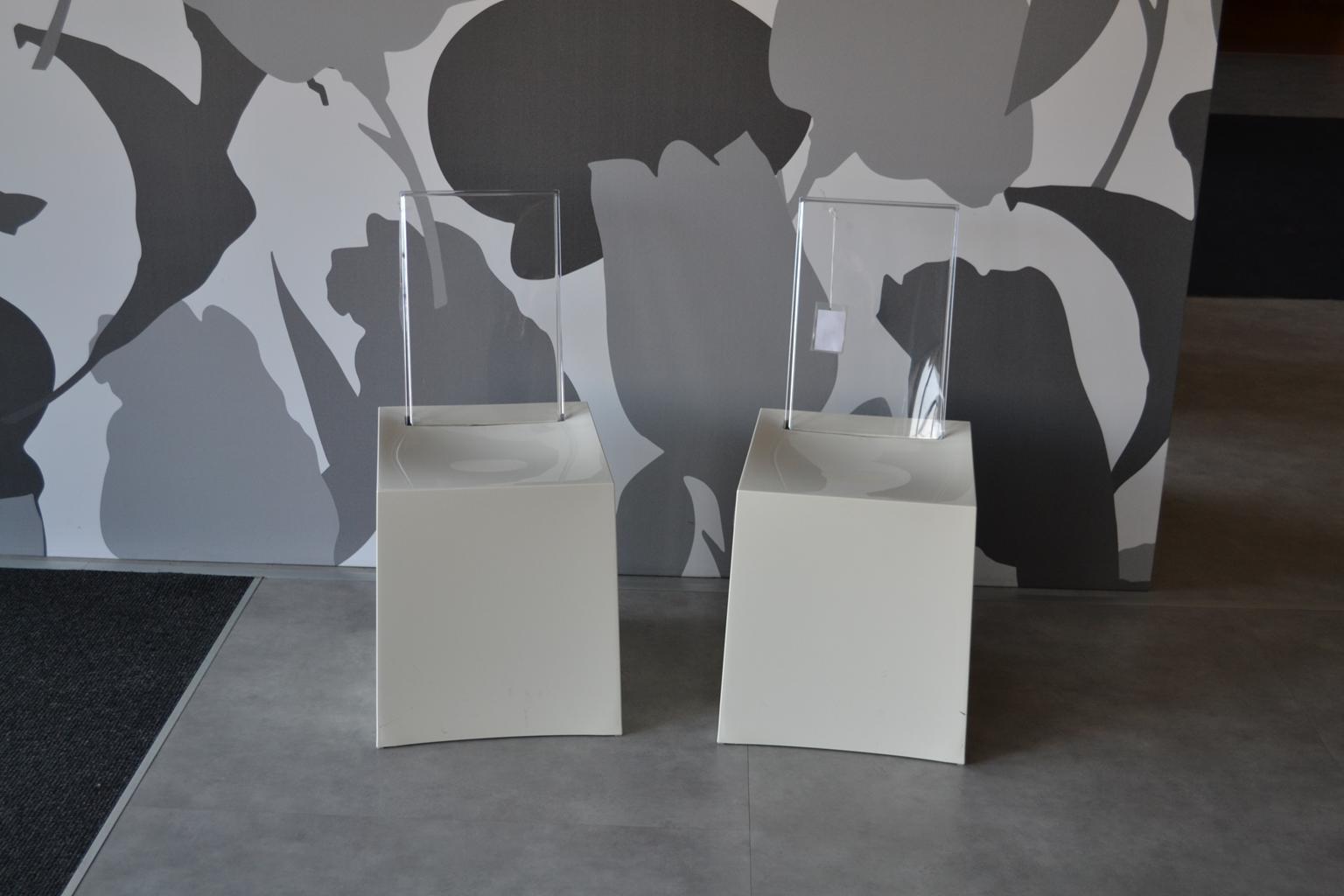 Imitazione sedie kartell casamia idea di immagine for Imitazione poltrone design