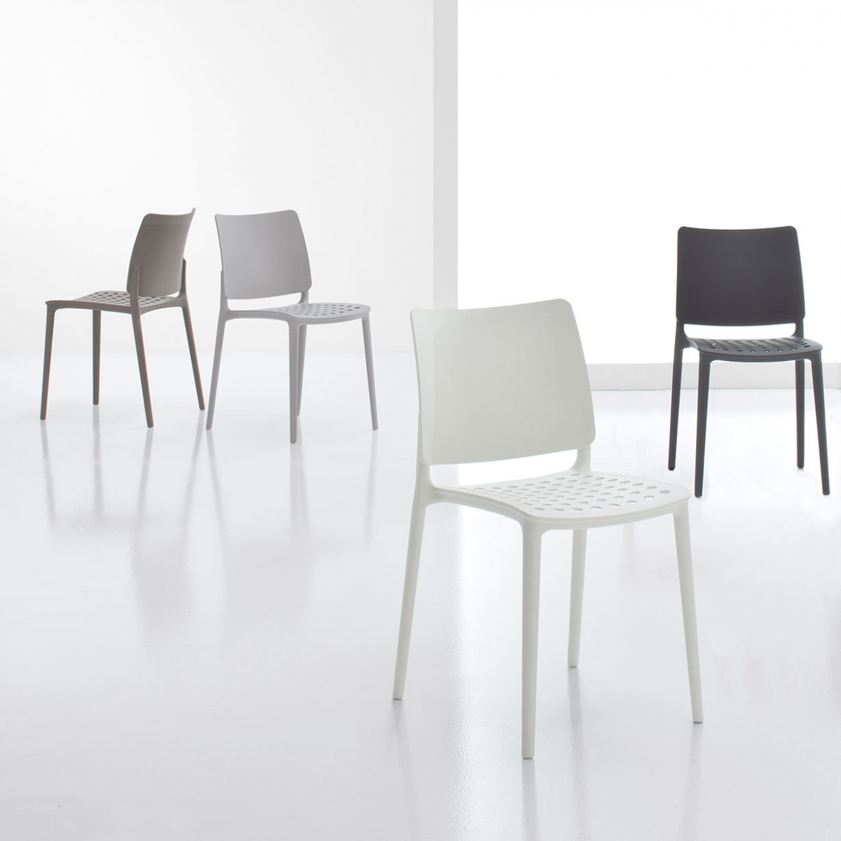 Sedia bonaldo blues bonaldo plastica design sedie a for Sedie design tortora