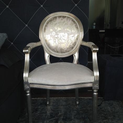 outlet Poltrona Remix, Modà, con struttura rivestita in foglia d'argento, scontata del 50%