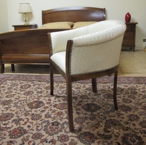 Poltroncina classica da camera, modello a pozzetto - Sedie a ...