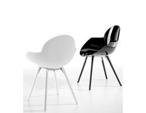 Poltroncina Infiniti modello Cookie Wooden Legs. Poltroncina con telaio in massello di faggio e scocca in policarbonato trasparente/coprente.