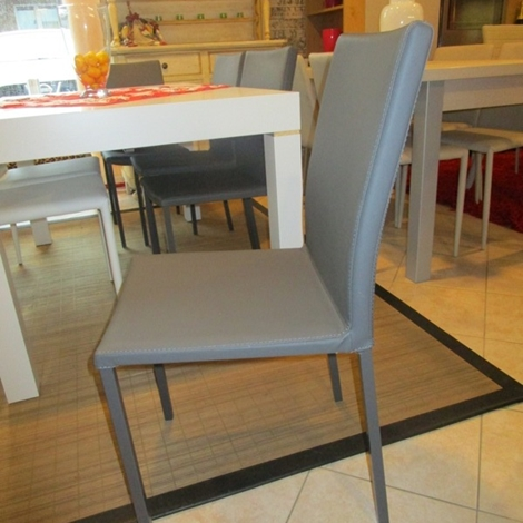 Quattro sedie in ecopelle colore grafite scontate del 50 for Sedie scontate