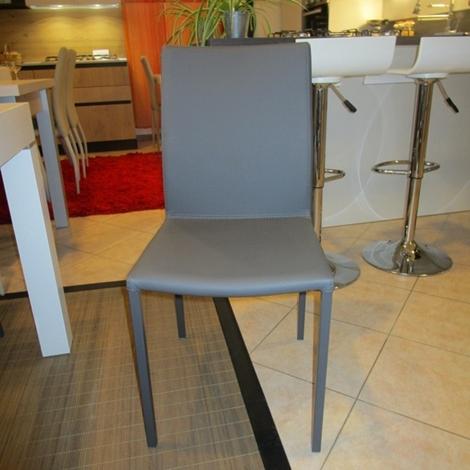 Quattro sedie in ecopelle colore grafite scontate del 50 for Sedie moderne grigie