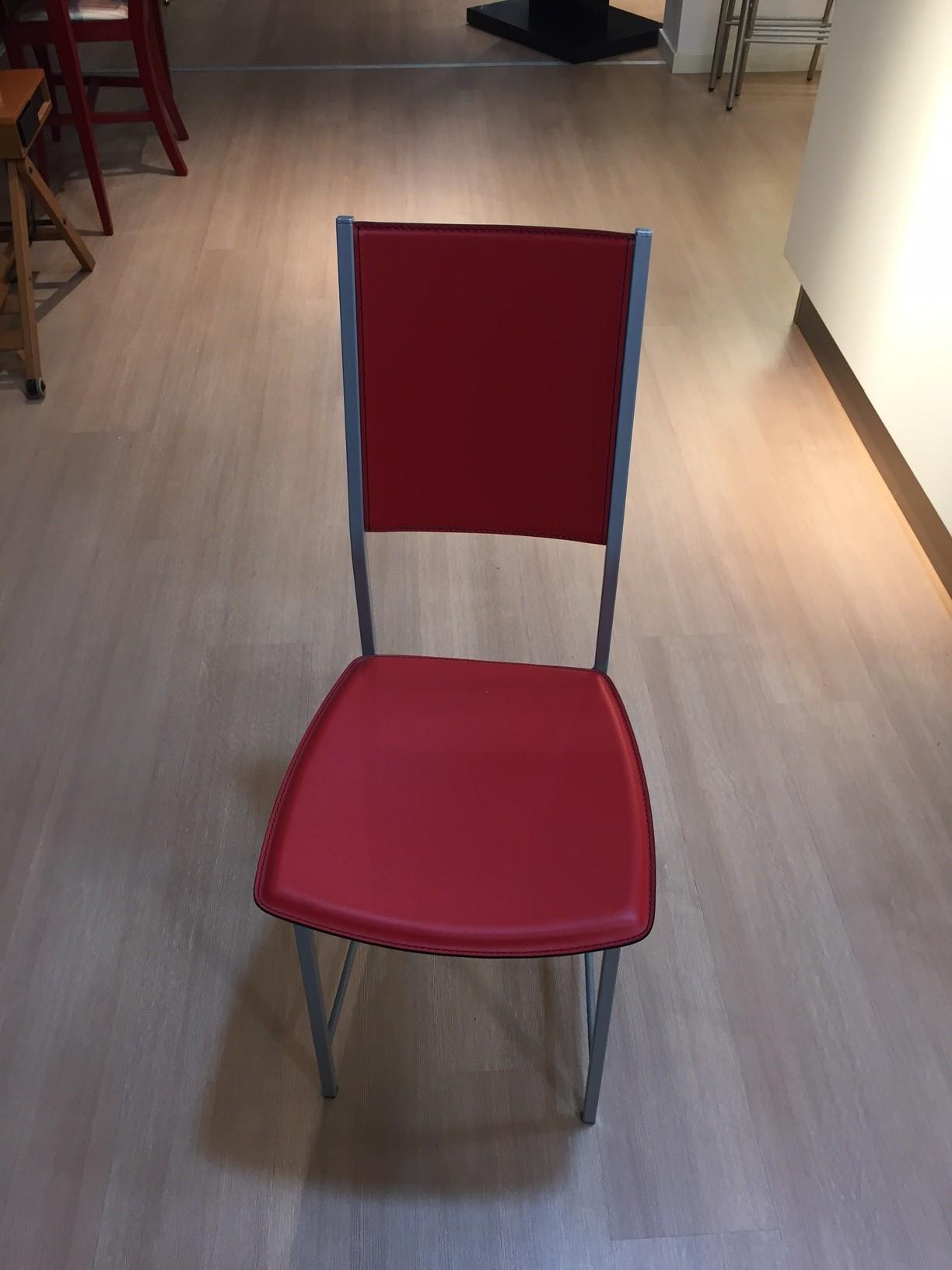 Sedia alessia in cuoio rosso di cattelan itala sedie a for Sedie di marca