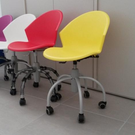 sedia colorata con ruote da cameretta 40 sedie a