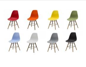 Sedia colorata in plastica a prezzo ribassato
