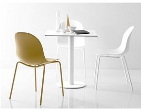 Sedia Connubia modello Academy. La sedia è in metallo ed in plastica ed è disponibile in varie finiture.