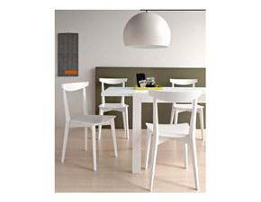 Sedia Connubia modello Evergreen. Sedia con struttura in legno di faggio e sedile rivestito in tessuto.