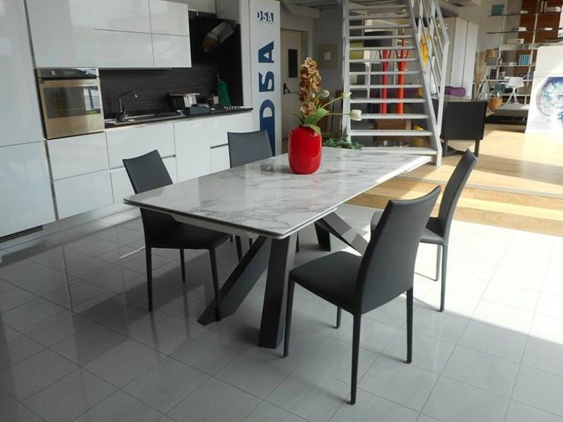 Sedia da soggiorno kayla up bonaldo scontata for Sedie design outlet