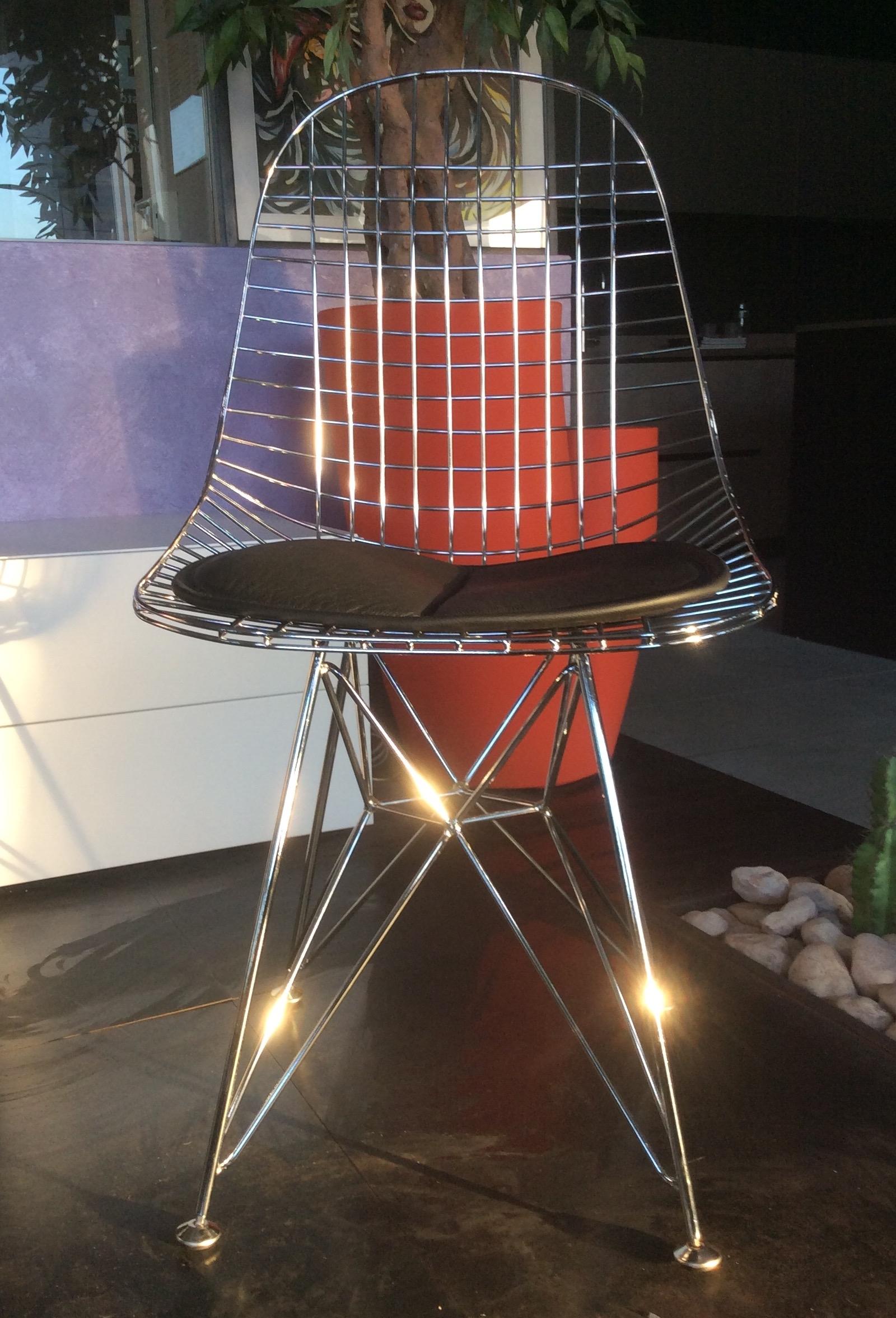Sedia eames design in acciaio cromato lucido e cuscinetto for Sedie design eames