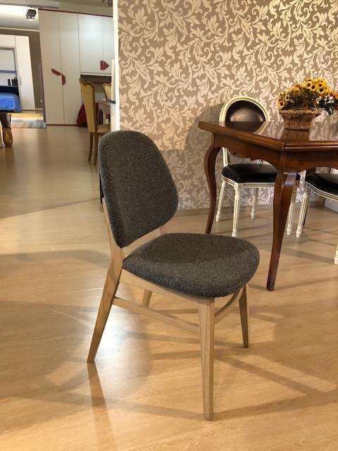 Sedia in legno con rivestimento in tessuto di calligaris for Offerta sedie legno