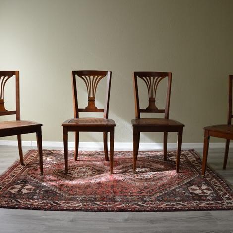 Sedia in stile in legno massello di produzione artigianale for Sedie in legno massello prezzi