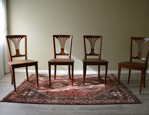 Sedia in stile in legno massello di Produzione Artigianale. La sedia è rifinita in laccatura eseguita a mano, con seduta realizzata in paglia di Vienna. Scontata del -60%. Offerta Outlet Mobilgross