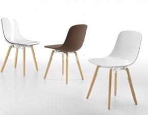 Sedia Infiniti modello Pure Loop Wooden Legs. Sedia con telaio in faggio naturale, gambe in legno e scocca in policarbonato.