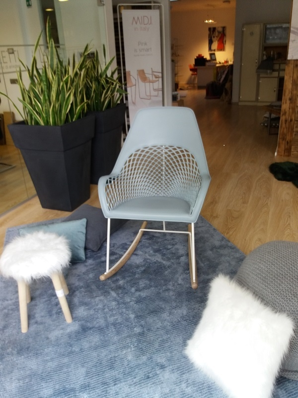 Sedia midj guapa dna a dondolo moderno sedie a prezzi for Sedia a dondolo prezzi