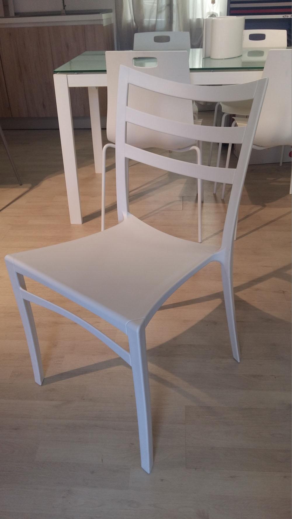Sedia moderna ingenia bontempi bianca scontata del 46 for Sedia moderna bianca