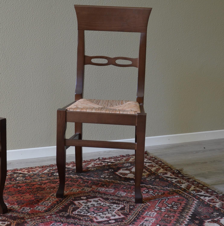 Sedia paesana di produzione artigianale seduta in paglia for Produzione sedie