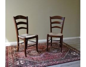 Sedia Paesana di Produzione Artigianale. Le sedie sono rifinite con lucidatura eseguita a mano e con rivestimento di seduta in paglia.  Scontate del -59%.