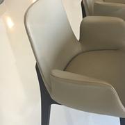 Poliform sedie in pelle Ventura in pelle con braccioli scontate del 43%