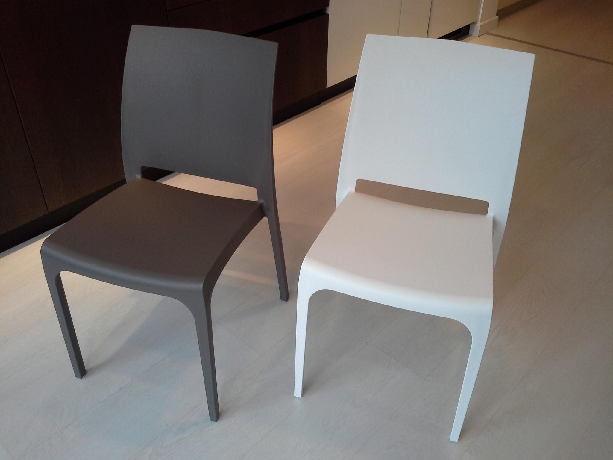 Sedia polipropilene vari colori sedie a prezzi scontati for Sedie a prezzi bassi