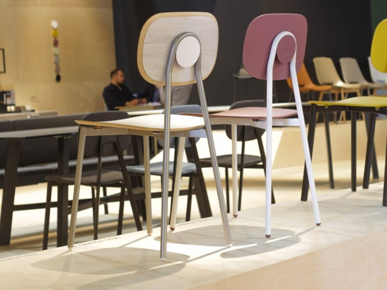 Prendi Un Tavolo Con Sedie Da Giardino Foto Di Giardino Stile